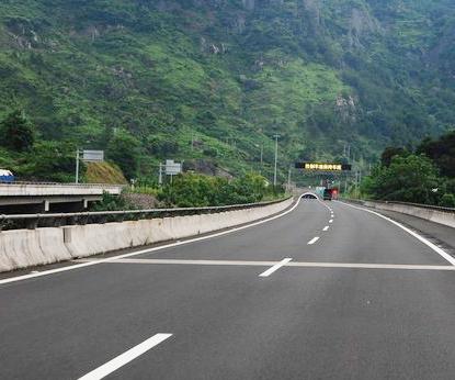 建鸡高速公路